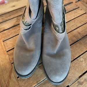 Vince Camuto booties Size 6.5